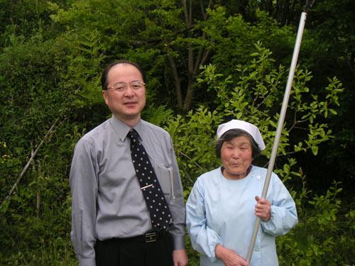いろどり取締役の横石さんと増喜子おばあちゃん。横石さんは会員の相談役でもある。