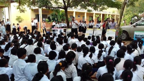 広島でカンボジア料理店を営む元少年兵 「平和のために声を上げる」ことの大切...